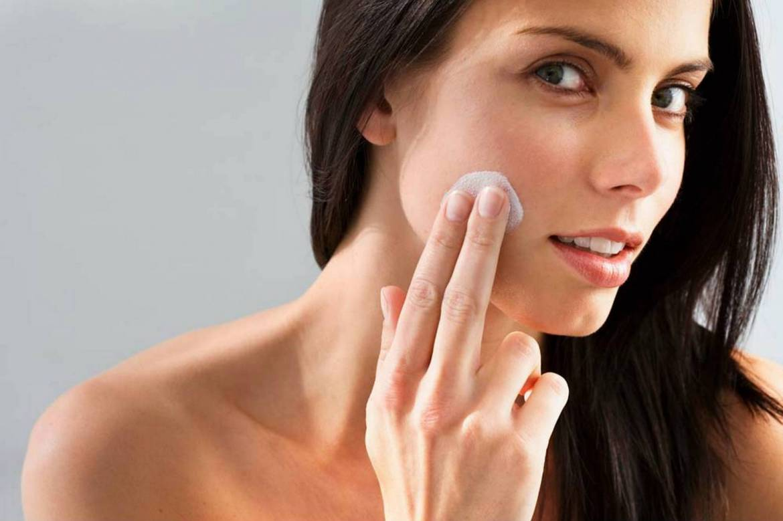 Woman-Applying-Facial-Cream.jpg