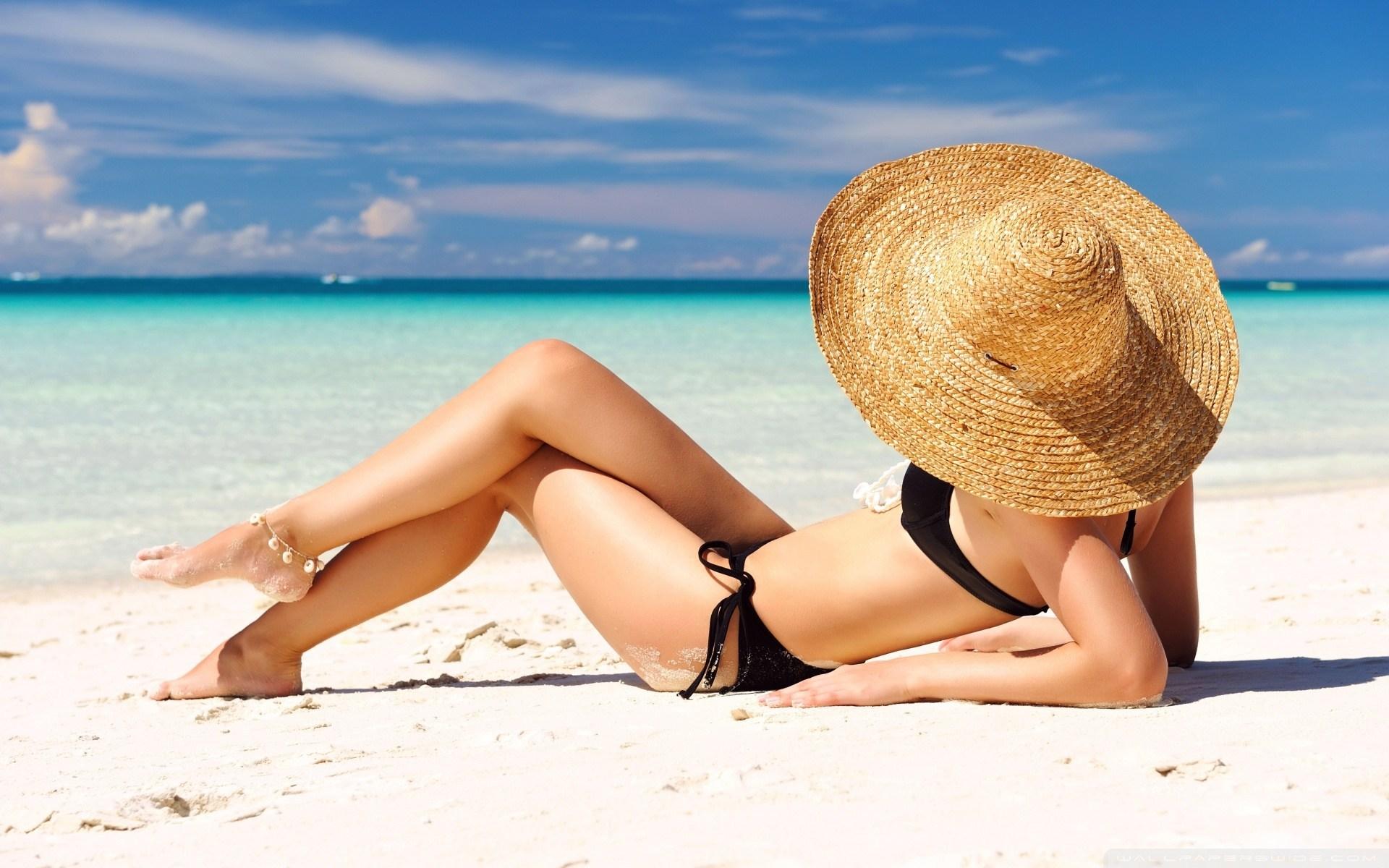 sunbathing_on_the_beach-wallpaper-1920x1200.jpg